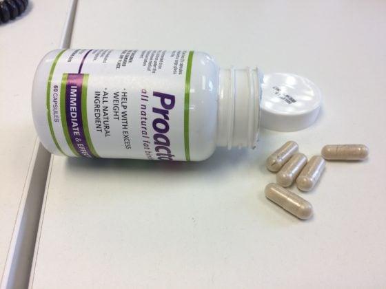 La dosis recomendada para el Proactol XS es: dos cápsulas antes de cada comida principal